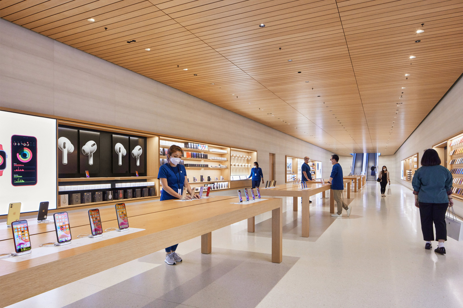 apple_nso-marina-bay-sands_curated-apple-products-tech-support_09072020